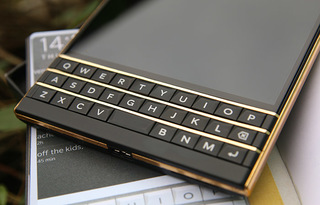 gold-blackberry-passport3.jpg